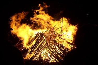 Bonfire4,  English Wikipedia, original upload 8 September 2004 by Fir0002