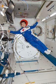 ISS-20_Koichi_Wakata_poses_in_the_Kibo_lab